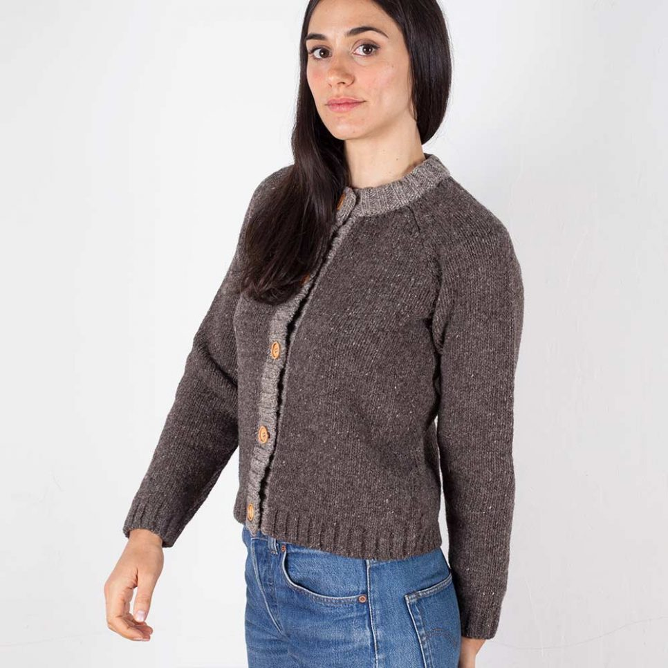 cardigan-woman-no1-oak-model-1